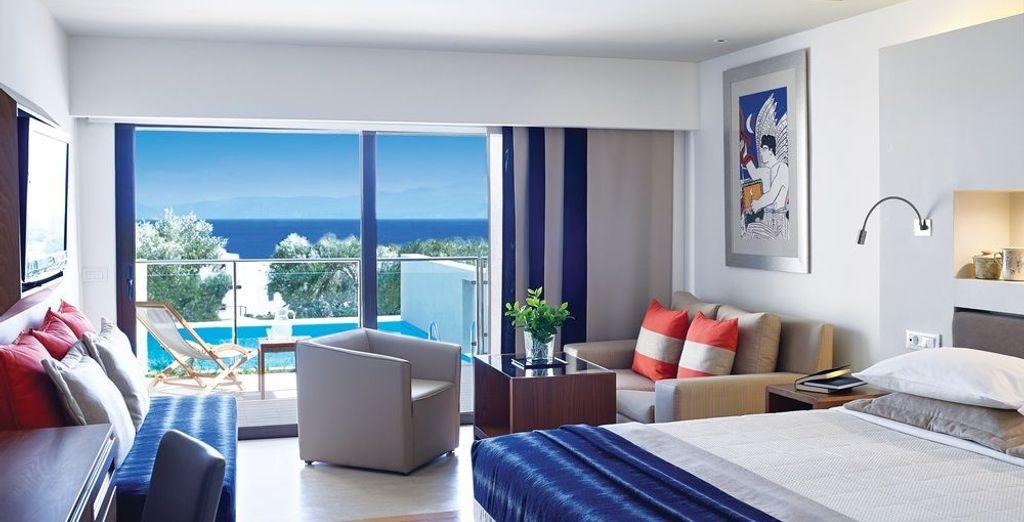 O en una habitación Superior con piscina individual y vistas al mar