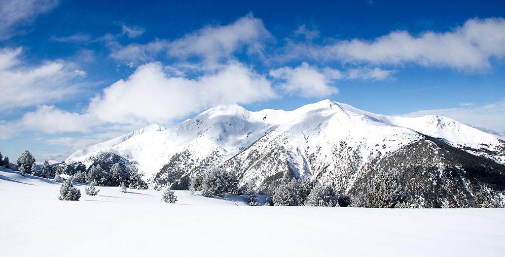Durante el día, dirígete a las pistas de esquí