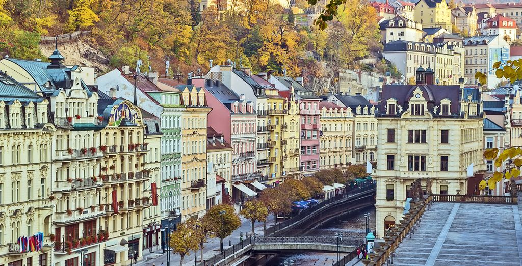 El tercer día lo dedicarás a una excursión guiada a la famosa estación termal de Karlovy Vary