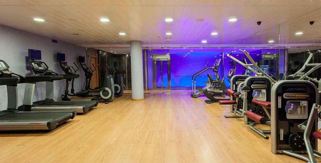 Gimnasio de 80 m2 equipado con máquinas de fitness de última generación