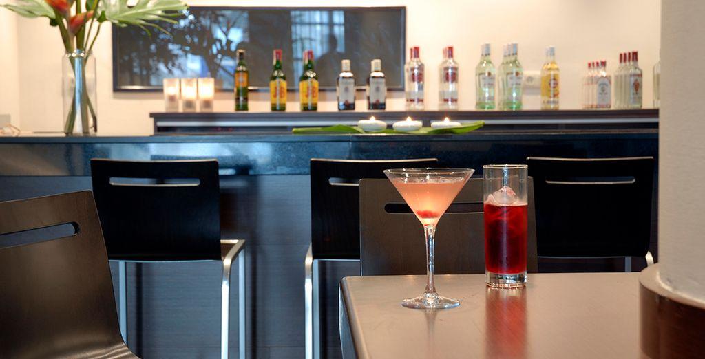 Tómate una copa en el bar