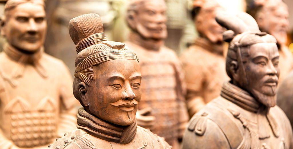 ... más de 6.000 figuras que representan un gran ejército de guerreros, corceles y carros