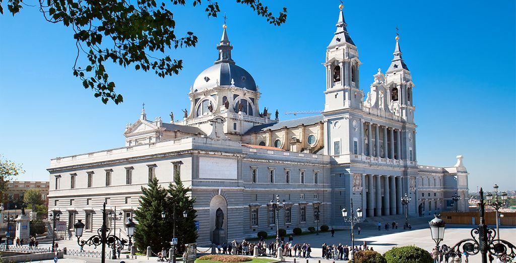 Una ciudad conocida por su gran vida cultural y nocturna, por su bullicio, sus plazas, su historia, su gastronomía y sus mercados