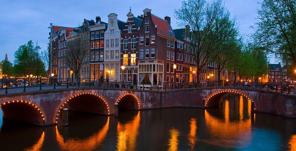 Pintoresco Ámsterdam con sus canales