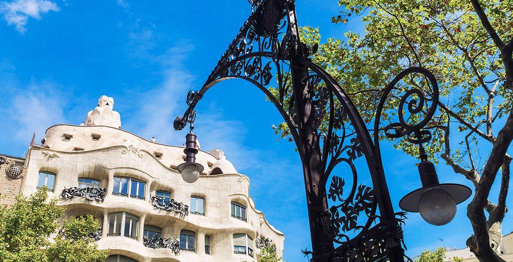 Contempla la sorpredente Casa Milà, de Antonio Gaudí