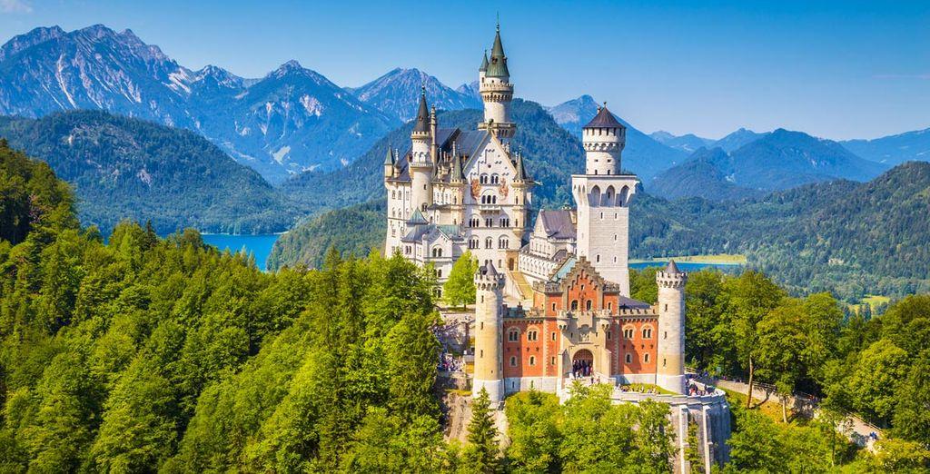 Visitarás el Castillo de Neuschwanstein, el cual sirvió de inspiración a Walt Disney