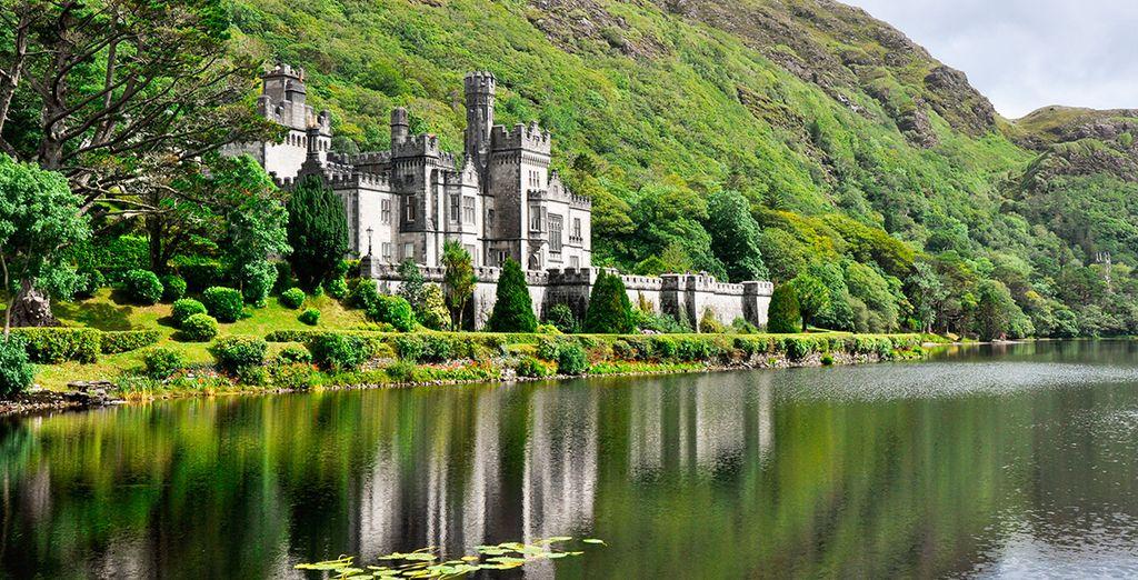 En el interior del Parque Nacional de Connemara, la Abadía de Kylemore