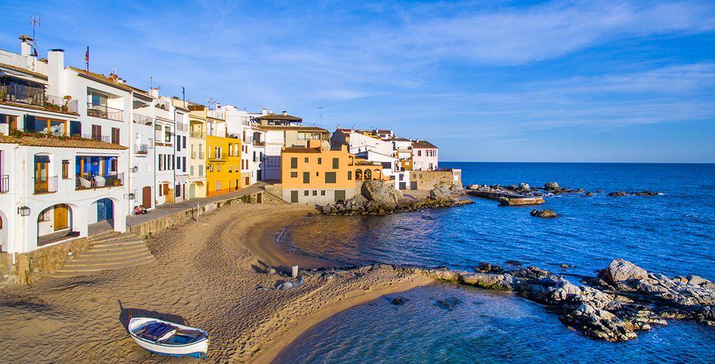 Descubre los pueblos cercanos como Tossa de Mar...