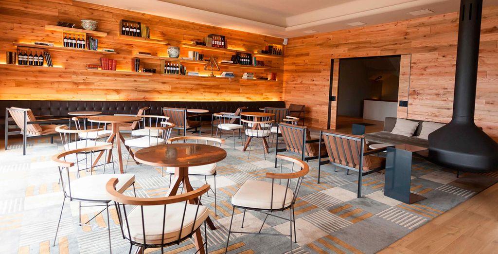 Descubre un espacio inolvidable, ambientado con elegancia en los bares cubanos de la primera mitad del siglo XX