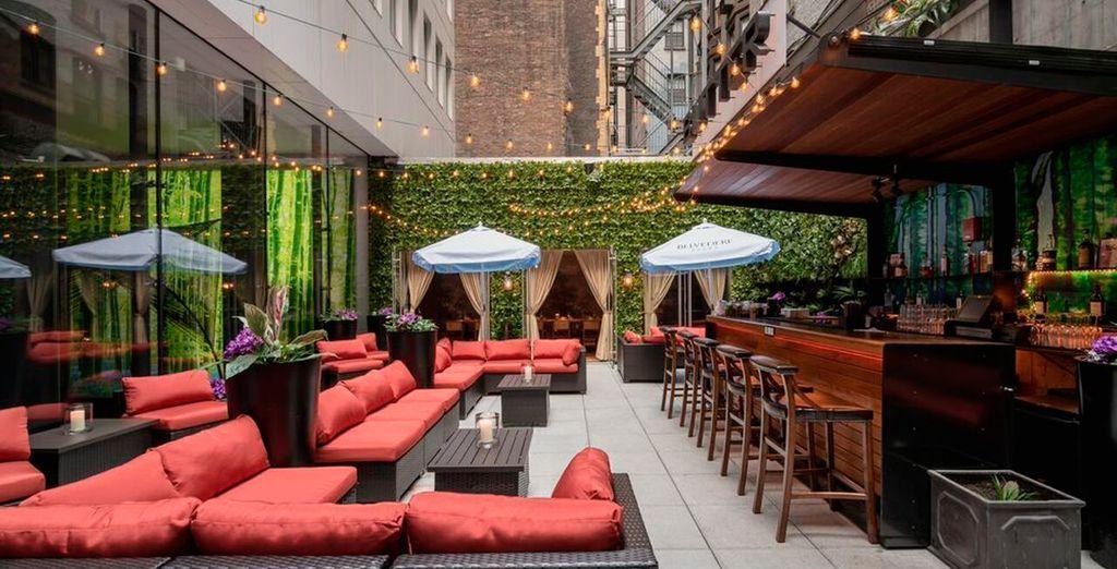 La decoración del restaurante ofrece un ambiente único y romántico