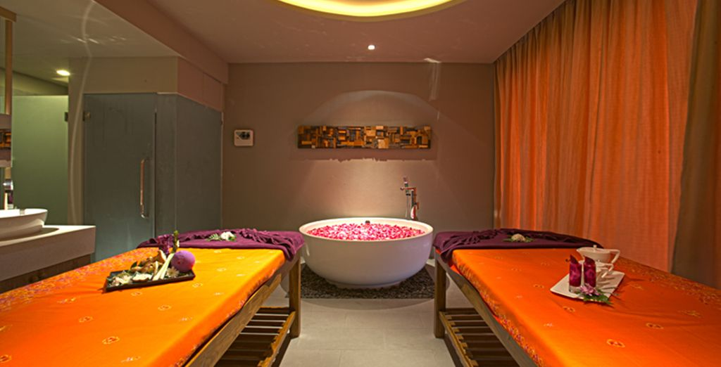 Hemos incluido para ti 1 masaje tailandés de 30 minutos y un 40% de descuento en Spa Bussaba