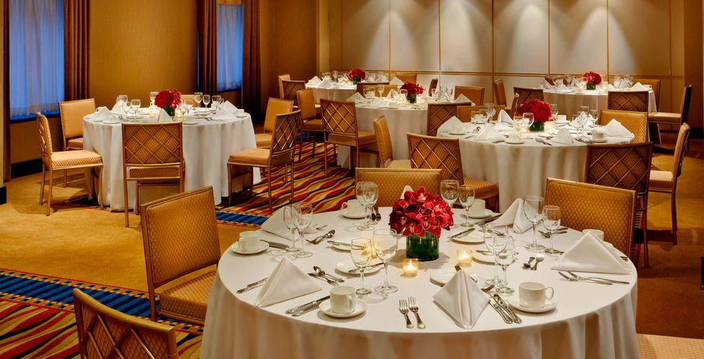 Degusta la exquisita gastronomía servida en sus restaurantes