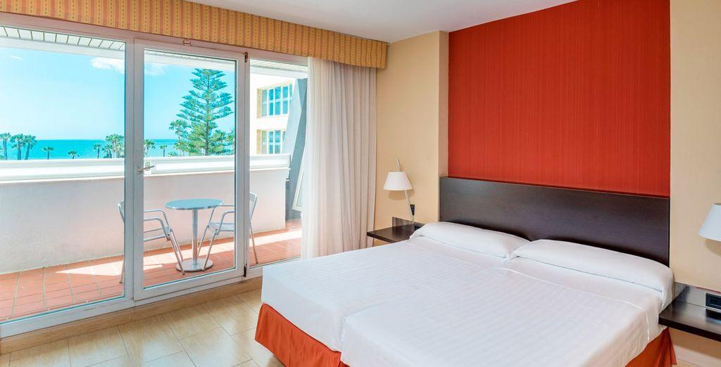 Disfrutarás de una mejora habitación con Vistas al Mar