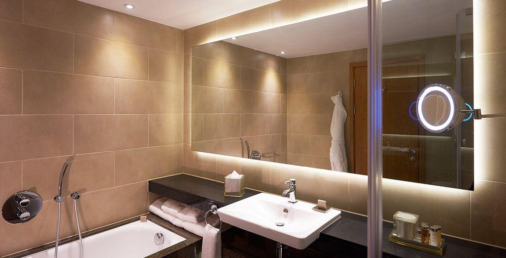 Con un moderno y elegante baño