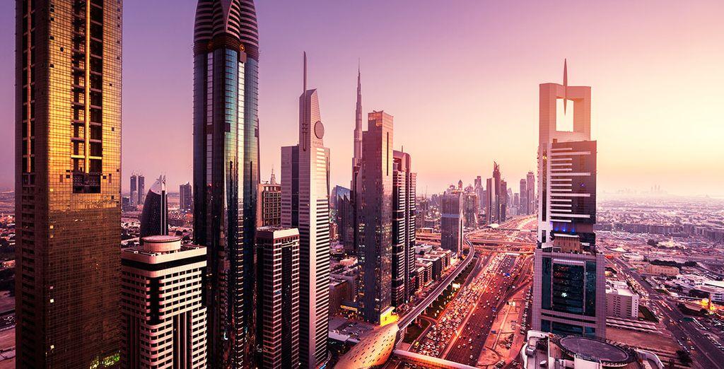 Vacaciones en la futurista Dubái, ¡con visita al desierto!