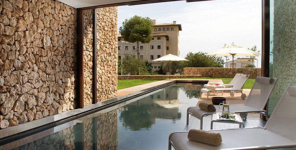 Un relajante Spa con grandes ventanales