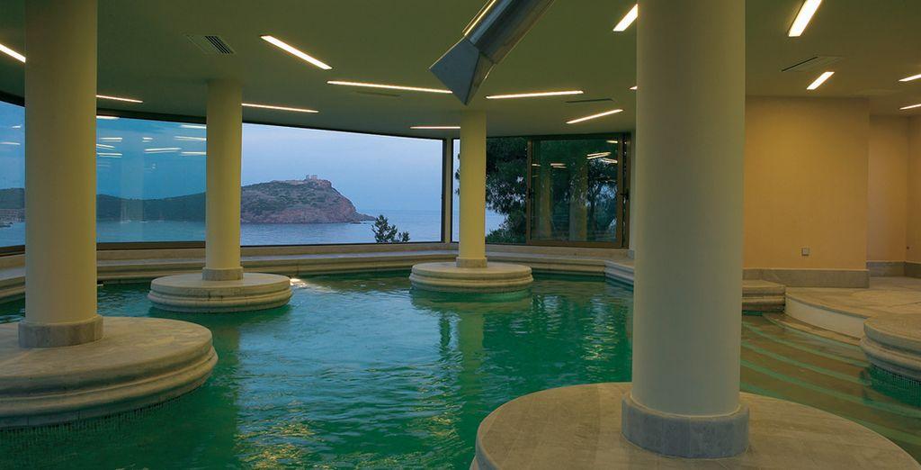 Relájate en la piscina del Spa