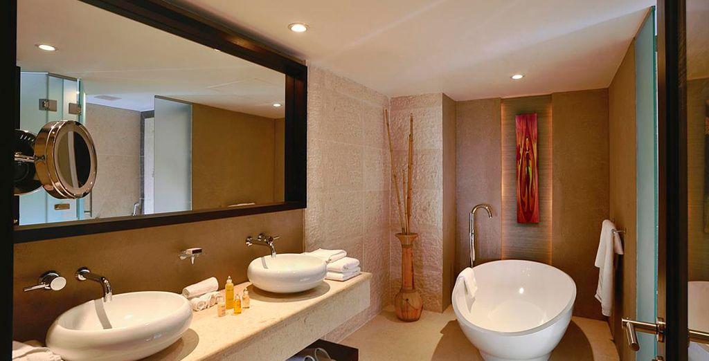 Un espacio con un estupendo baño