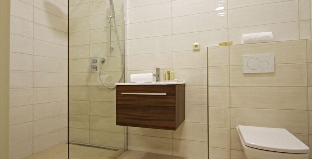 Con un baño totalmente funcional