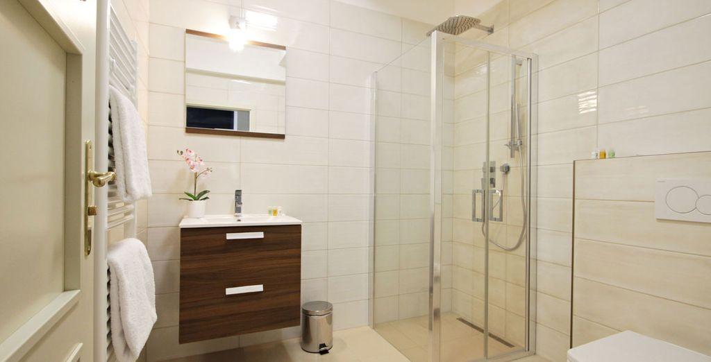 Con amplios baños totalmente equipados