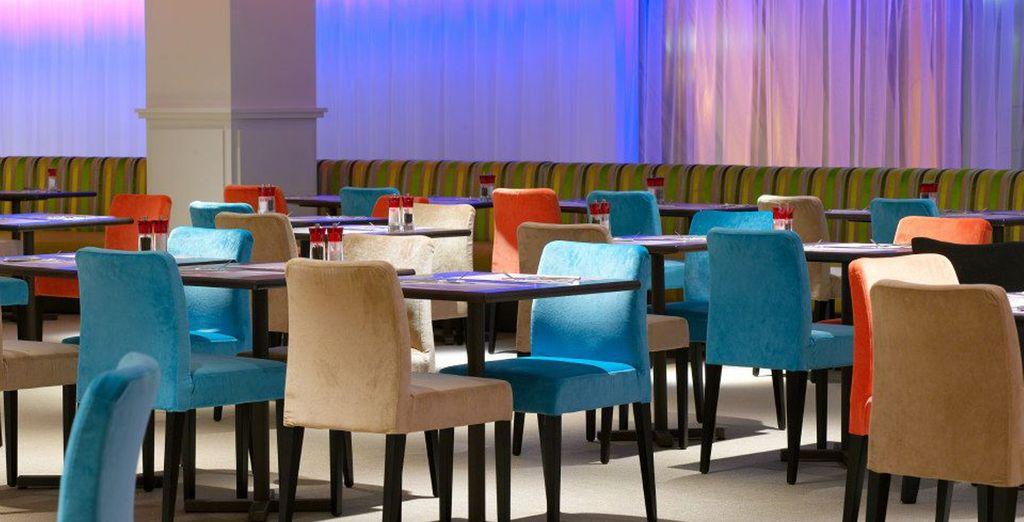Salones del restaurante donde tomar fuerzas para hacer turismo