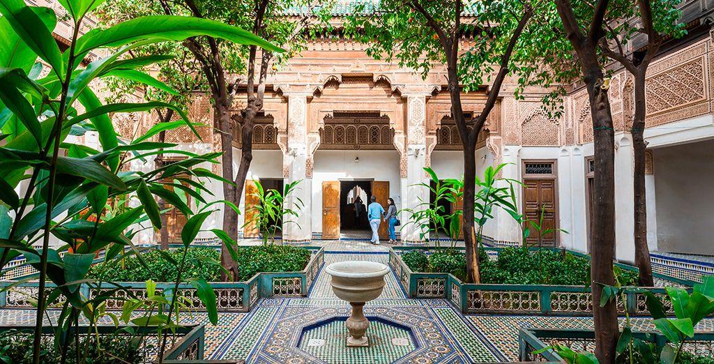 Bienvenido a Marrakech, visita lugares como el bello palacio Bahía