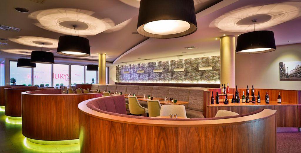 El restaurante cuenta con varios ambientes