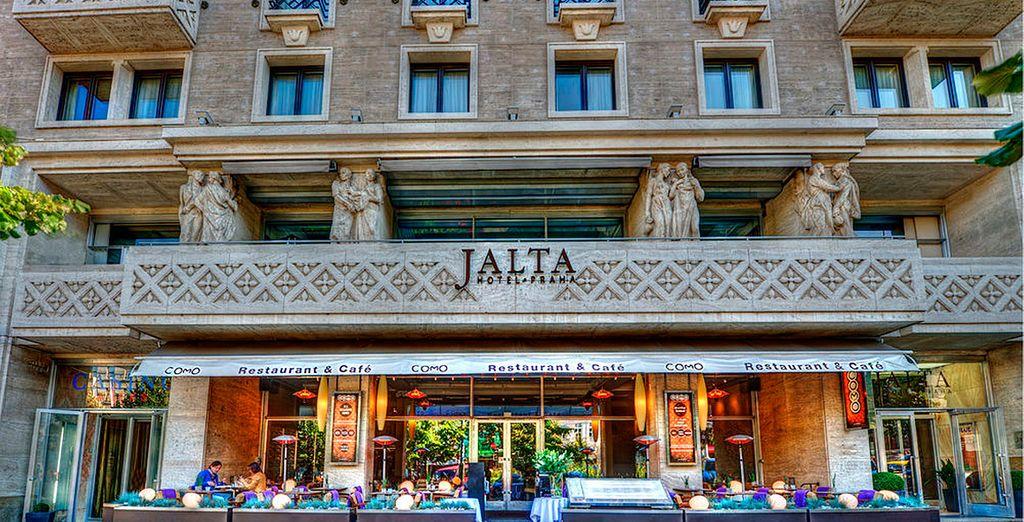 Te presentamos el Hotel Boutique Jalta 5*, donde te alojarás durante tu estancia en Praga