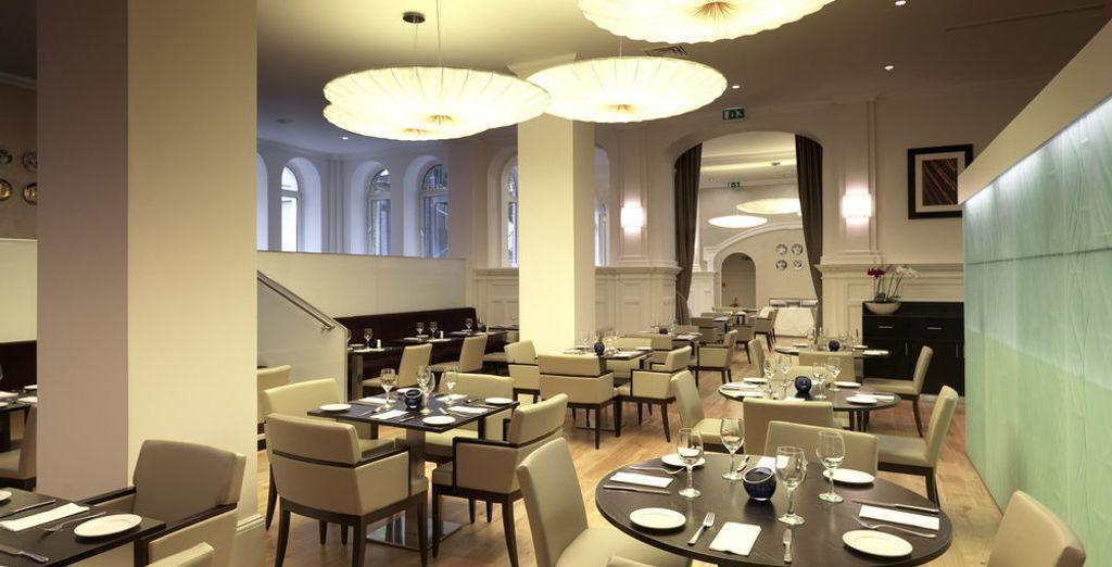 Prueba los platos del menú europeo moderno en el restaurante Kingsley Two Brasserie