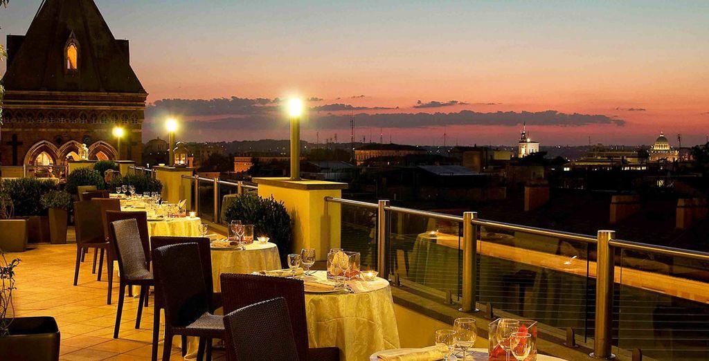 El Restaurante La Luna con terraza panorámica te permitirá disfrutar de fantásticas vistas