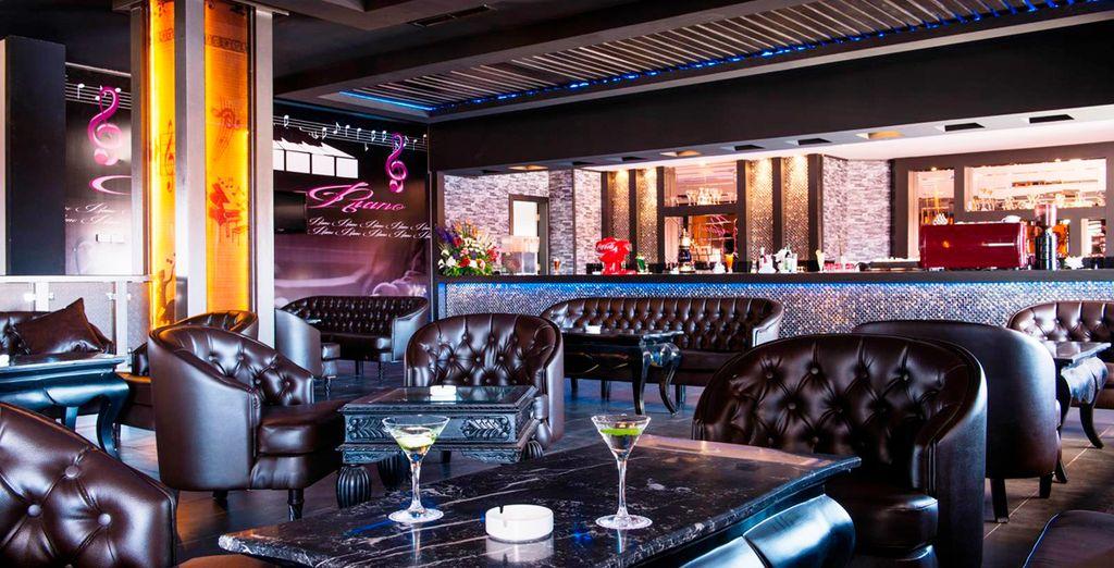El complejo alberga diferentes bares y restaurantes