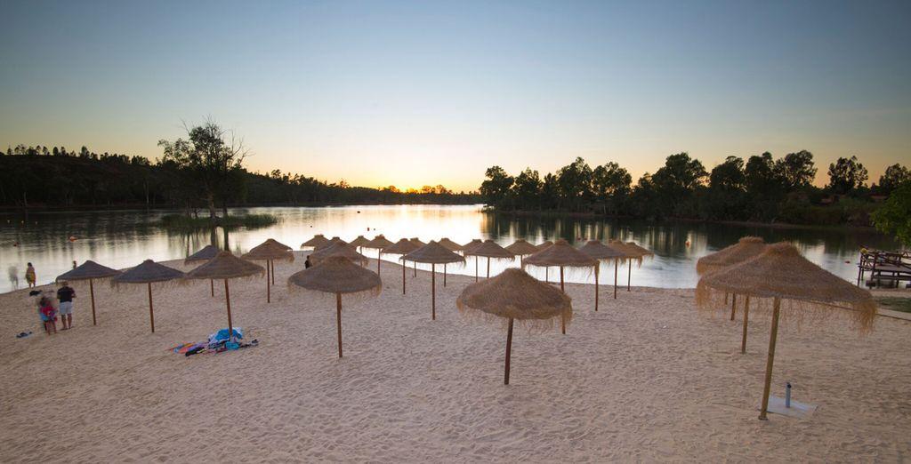 Podrás practicar deportes acuáticos y excursiones en la zona