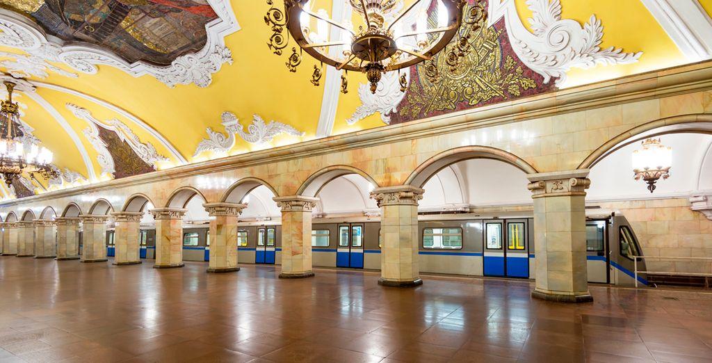Así como el Metro de Moscú, uno de los más lujosos del mundo