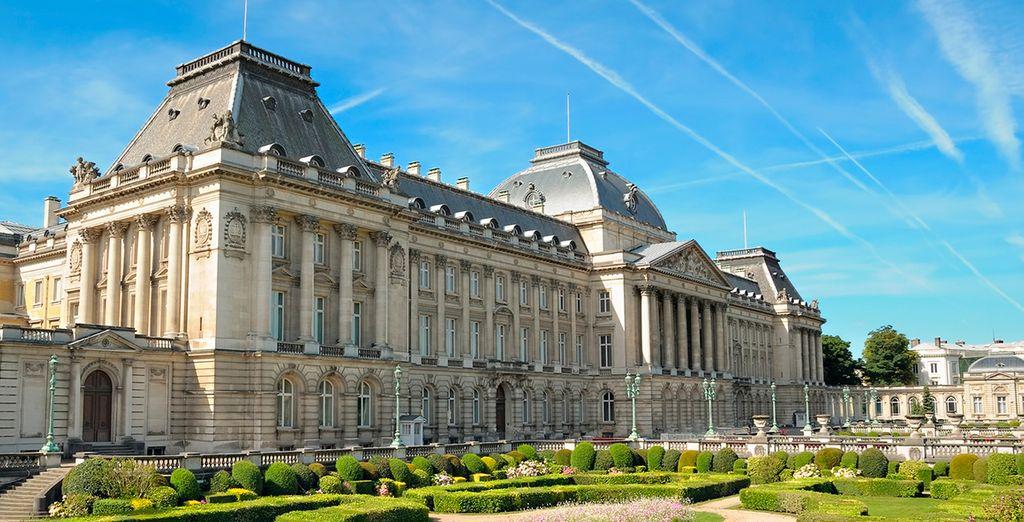...y sus monumentos más emblemáticos, como el Palacio Real