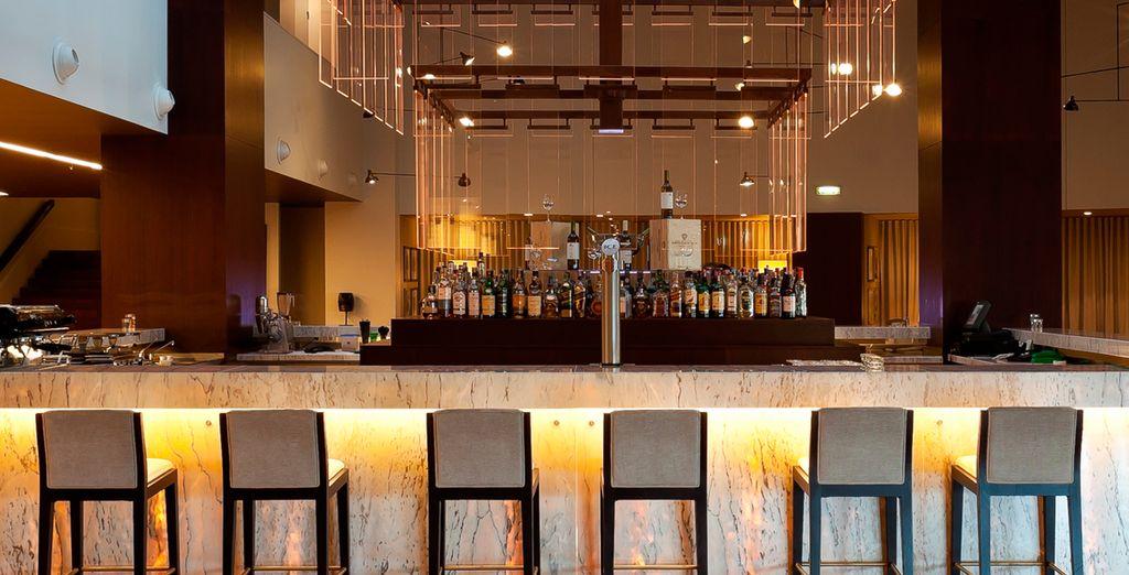 El bar de Holiday Inn Porto Gaia 4* dispone de una amplia variedad de cervezas y cócteles
