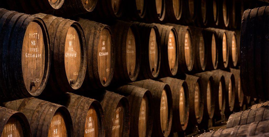 Disfrutarás de una visita a la Bodega Caves Poças con cata de vino incluida