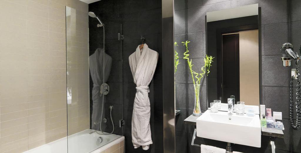 Con un moderno baño