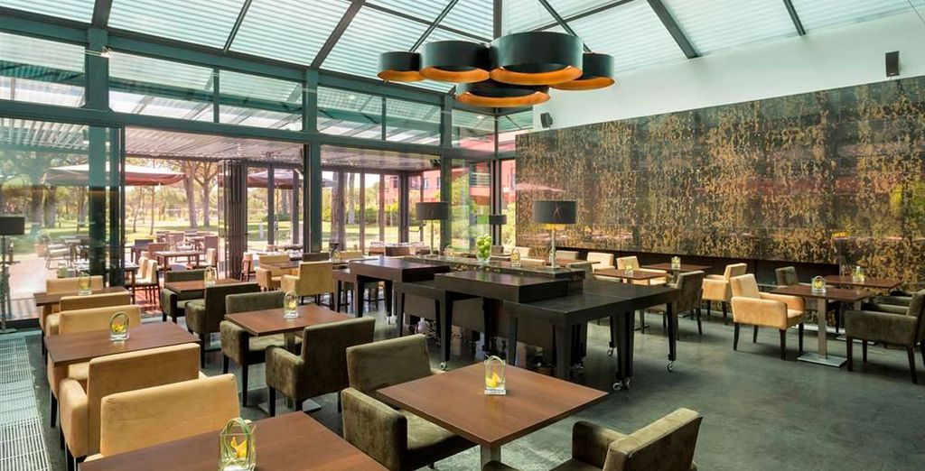 Degusta la gastronomía de la región en el restaurante del hotel