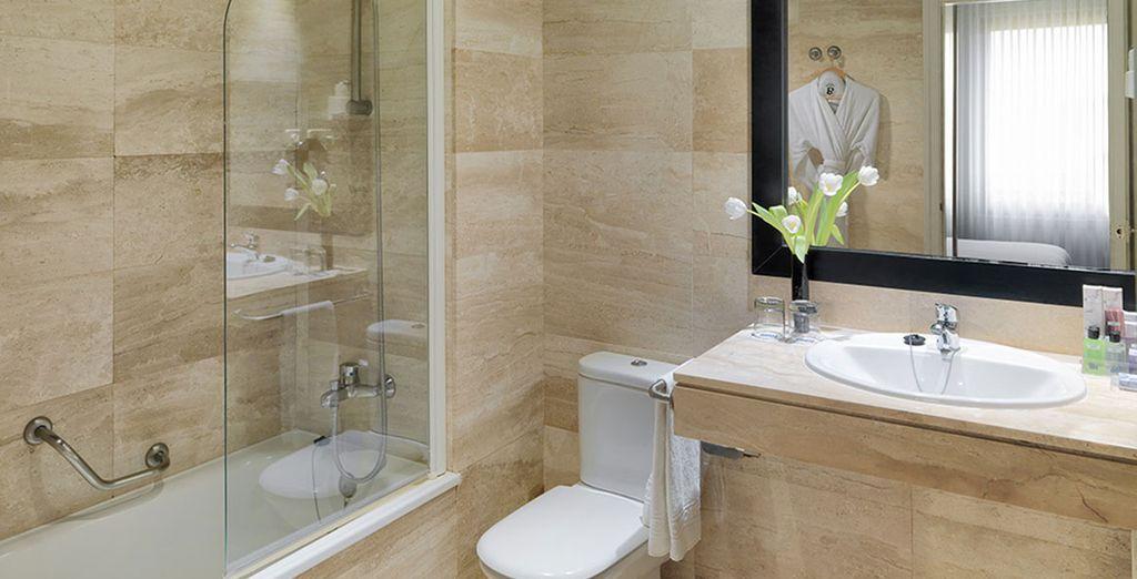 Baños renovados y bien equipados