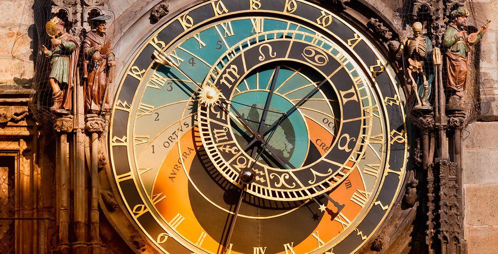 ¡El Reloj Astronómico te maravillará!