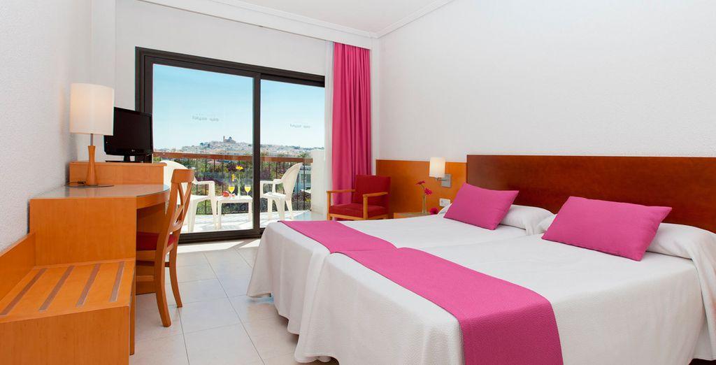 Te presentamos tu habitación Superior con terraza y vistas al mar laterales