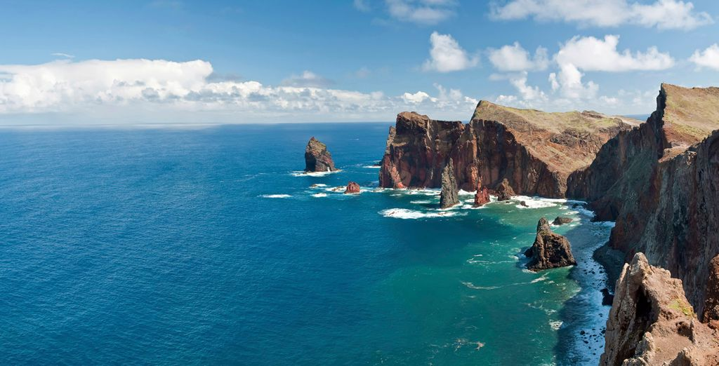 La costa de Madeira con abruptos acantilados