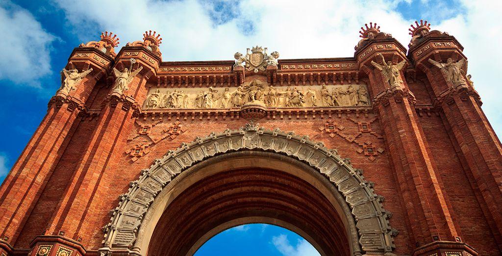 Aprovecha para acércate a lugares como Arco de Triunfo