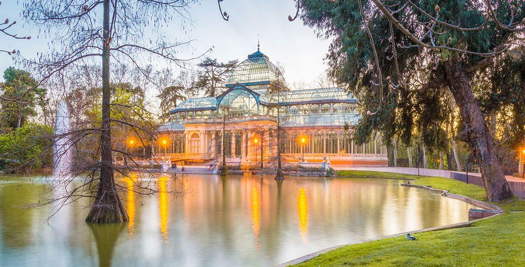 Visita el famoso parque de El Retiro...
