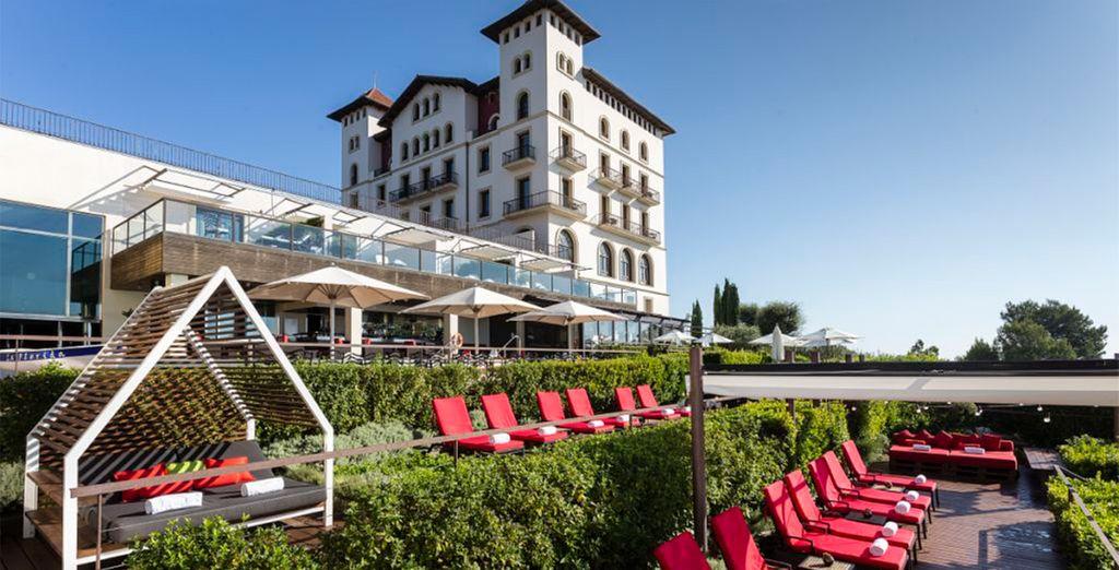Desde el majestuoso Gran Hotel La Florida 5* GL se divisa la ciudad de Barcelona desde el monte Tibidabo