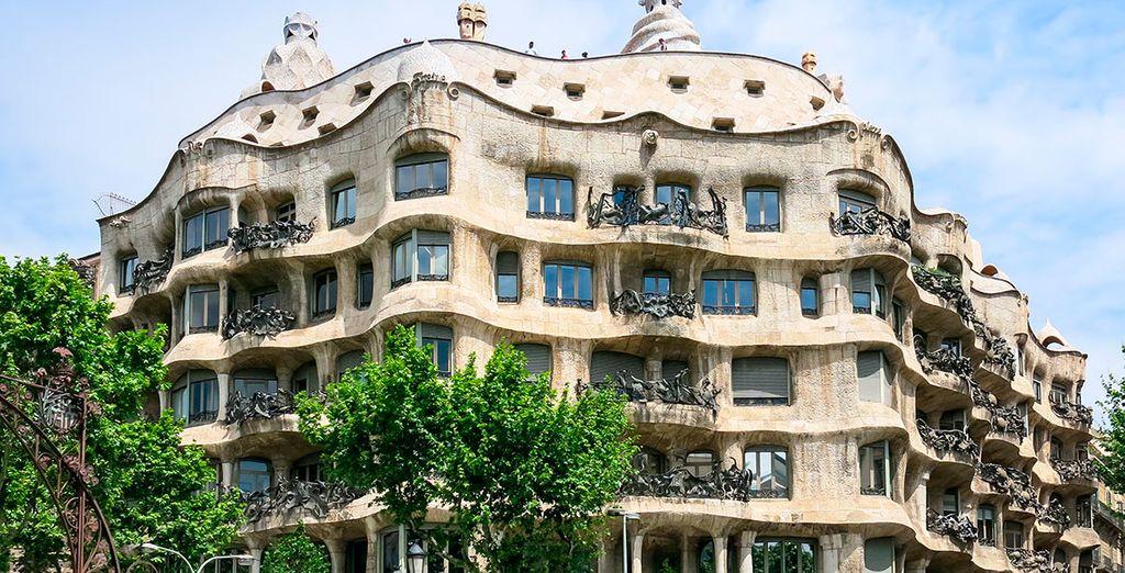 Conoce la arquitectura de Gaudí, como la Casa Milá, conocida como La Pedrera
