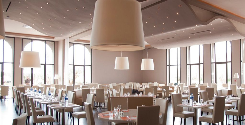 Saborea su exquisita gastronomía en un ambiente cálido y acogedor