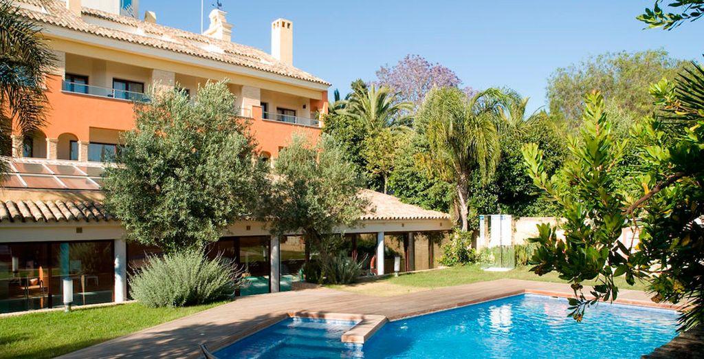 Con tu habitación Premium tendrás acceso al jardín privado con piscina...