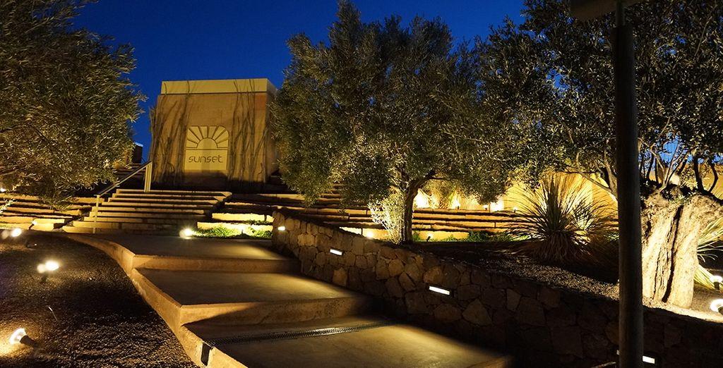 Su arquitectura contemporánea se integra perfectamente en el paisaje