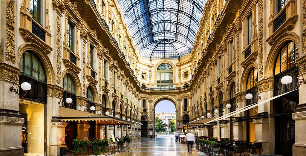 Visita lugares como la Galería Vittorio Emanuele...